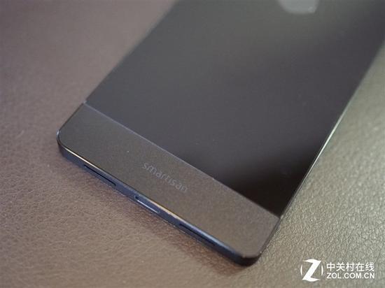 坚果Pro的金属+玻璃连接设计