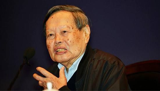 诺贝尔物理学奖得主、中国科学院院士杨振宁