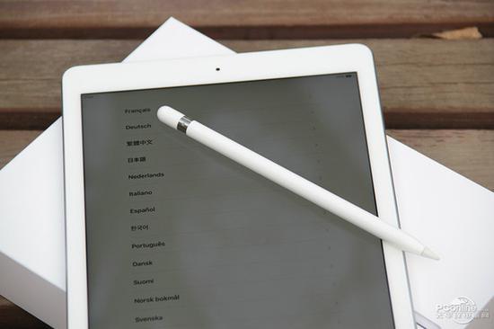 iPad是不是看不到光线传感器?