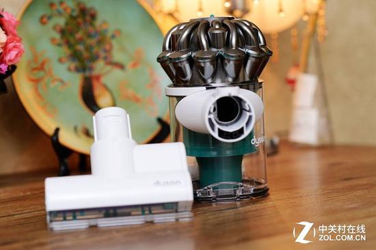 在使用一段时间后需要对刷头进行清洁 避免产生二次污染