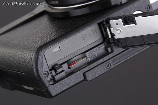 松下LUMIX GF9 使用TF卡而非相机常见的SD卡 购买存储卡时请注意
