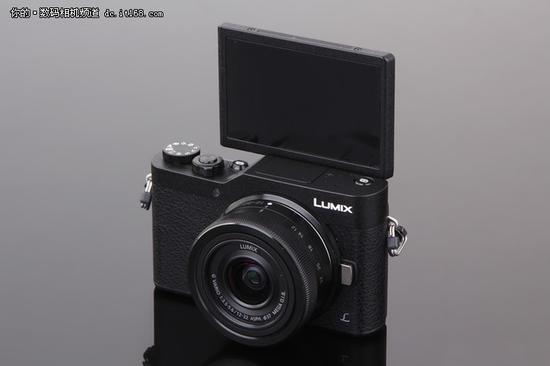 松下LUMIX GF9 屏幕支持180度翻转自拍