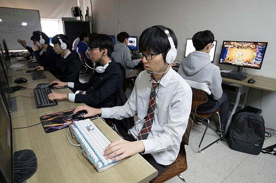 韩国学校内的一家网吧