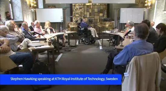 △ 2015年8月,霍金在瑞典皇家理工学院演讲(来源于网络)