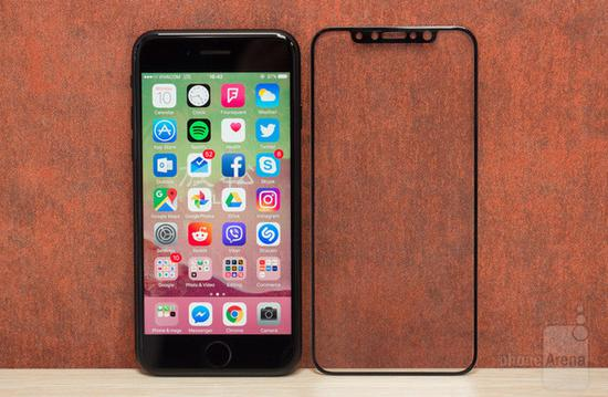 iPhone8屏幕面板对比iPhone7(图片引自PhoneArena)