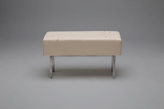 肿瘤椅子伤口凳 这些诡异家具挑战人类舒适感