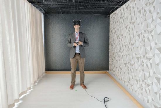 原文作者体验诺基亚低时延蜂窝设备支持的VR演示