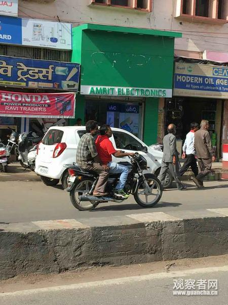 印度中央邦,OPPO的logo被拆除(圖片由張先生提供)