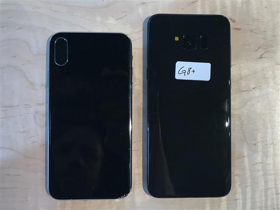 如果和对手三星的旗舰Galaxy S8+对比,机身没有那么修长,但看起来更加匀称。