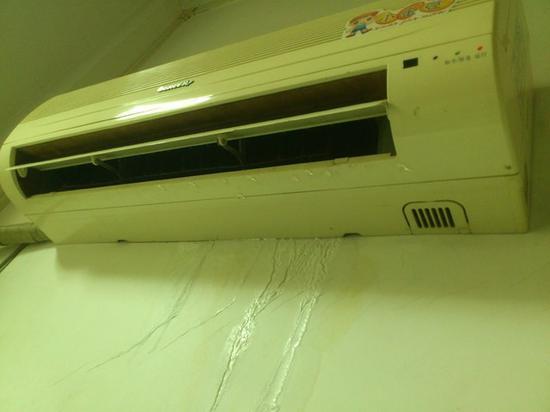 漏水弄坏墙面和地板还只是小事