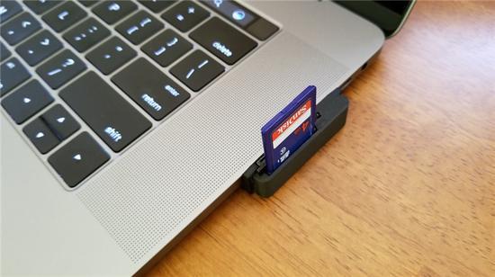 这款新Macbook Pro读卡器不算优雅但很实用