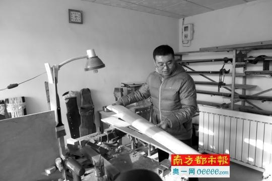 去年冬天,王宁在北京房山琉璃河的斫琴工坊。