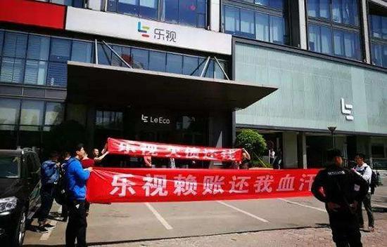 媒体评论:请你们不要再催贾跃亭回国了!