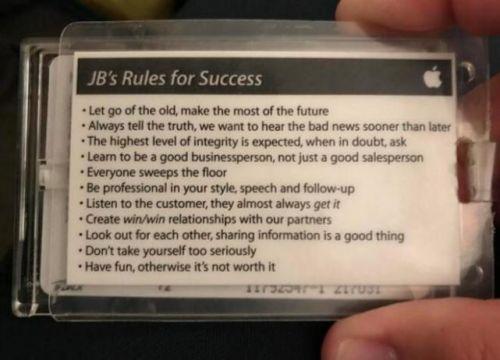 苹果早期员工胸牌曝光 背后印有苹果11条成功法则