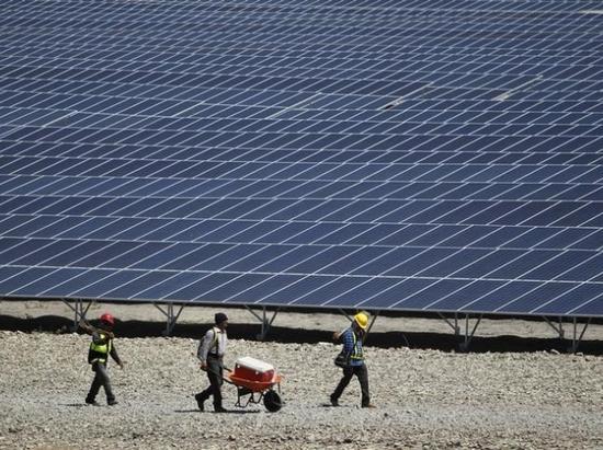 图注:软银和Bharti合资经营着印度太阳能的投资。©NDTV
