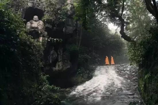 灵隐寺环境照片在去年震惊了朋友圈和招聘网站。
