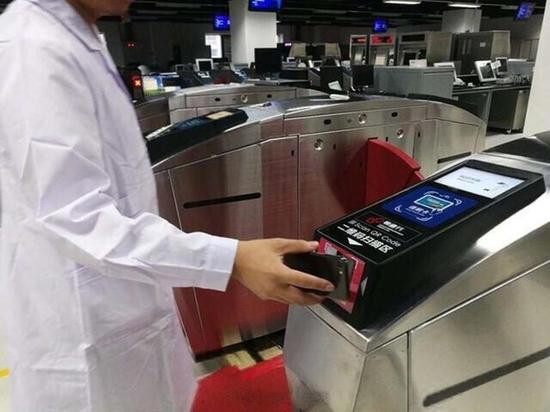 北京地铁全面支持扫码乘车:不再需要取票(图片来自于weibo)