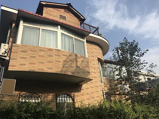 翟某欣在北京东五环的独栋别墅。澎湃新闻记者袁璐图