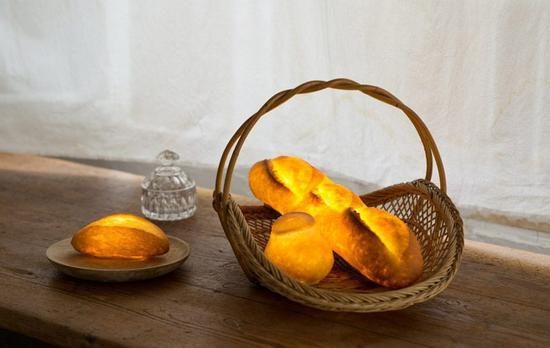 在最终得到完美的pampshade面包灯之前,morita已经制作了超过300件样品原型