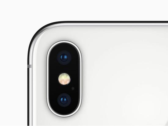 iPhone X上的4-LED原彩闪光灯