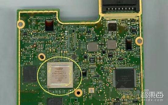 黄圈中即为EyeQ3芯片