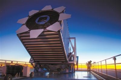 斯隆数字巡天(SDSS)利用位于美国新墨西哥州的2.5米口径望远镜进行巡天观测,有望揭开暗能量奥秘 图片来源blog.sdss.org