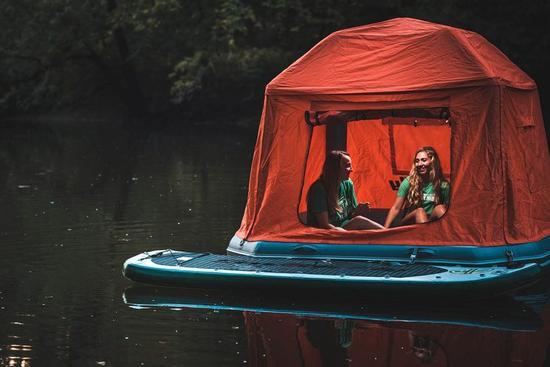 shoal帐篷放气后可以卷起进行收纳,卷起后的体积约为60*24*18英寸