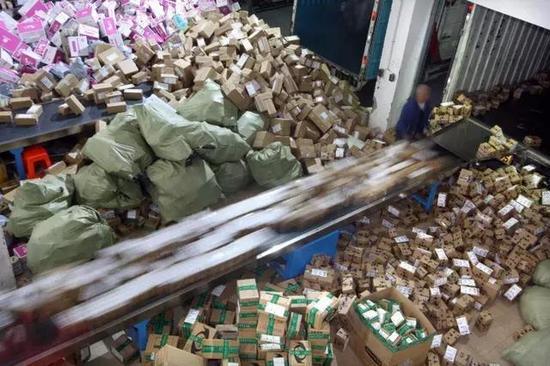 在双十一快递爆仓之前调价是个好时机。@视觉中国