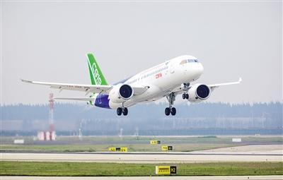 2017年5月5日,国产大型客机C919在上海浦东国际机场首飞。资料照片