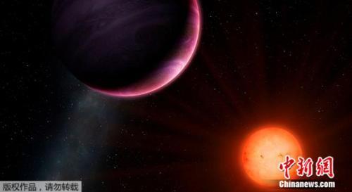 """行星NGTS-1b是由位于智利北部阿塔卡马沙漠的""""下一代凌星巡天""""(NGTS)发现,随后欧洲南方天文台拉西亚天文台也观测到了此行星。"""