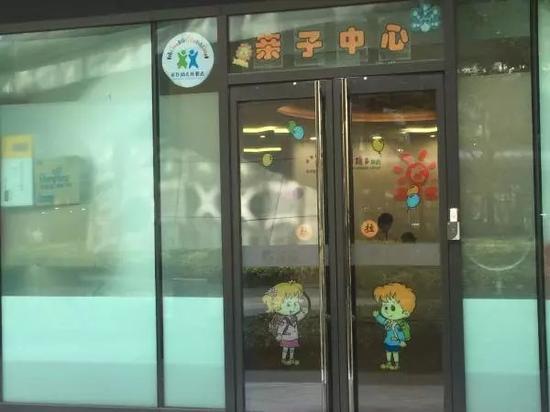 11月8日,上海长宁区金钟路携程总部。现场一名工作人员说,目前亲子中心仍正常开业。 澎湃新闻记者 李菁 图