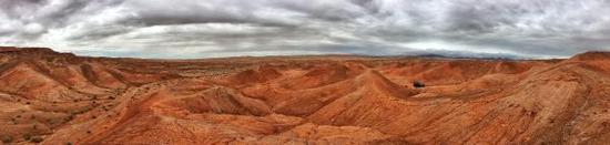 火星模拟基地所在的大柴旦红崖全景。 张清哲 图