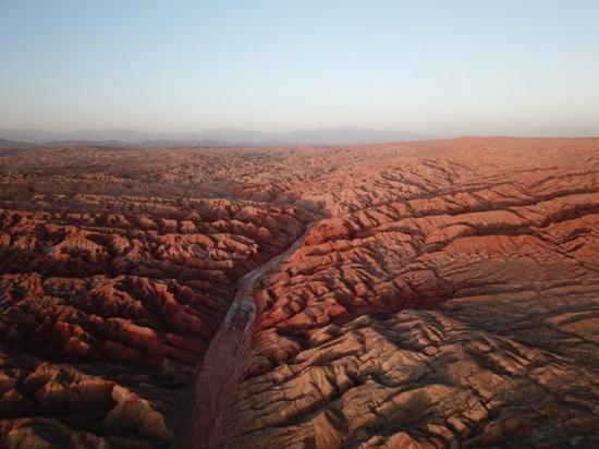红崖中的干涸河道按照国际惯例,如果确实无史料可循,那么第一个发现者拥有命名权。