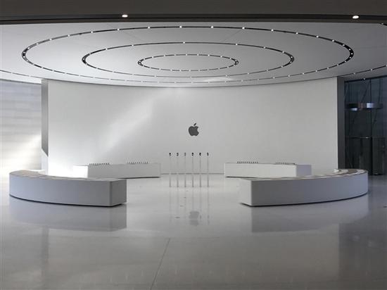 今天苹果对外宣布了一个重要大事件,至少对于那些想要去朝圣的果粉来说是这样,因为他们新的飞船总部即将对外开放。