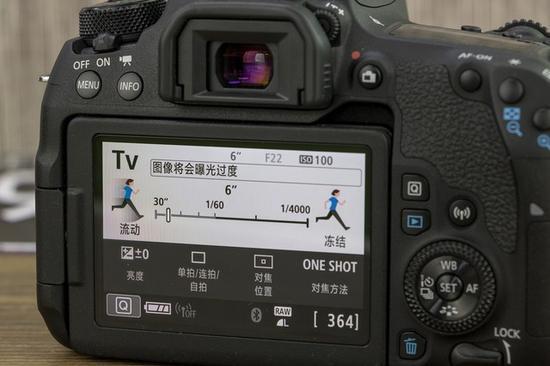 过慢的快门速度会引起过曝,各位拍摄者需要注意一下
