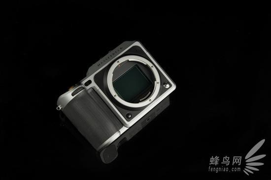 哈苏X1D机身搭载的5000万像素中画幅传感器