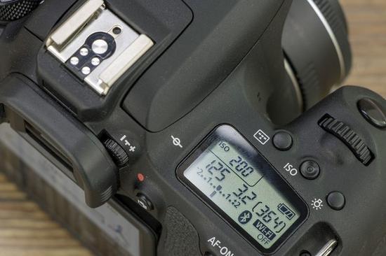 要想拍摄慢门照片,最好准备一台能够快速调整参数的相机