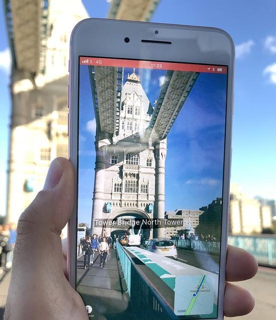 手机上显示出建筑物的名称