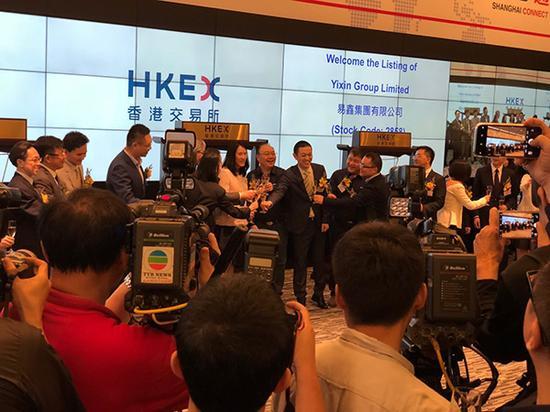 11月16日,易鑫集团上市,腾讯等明星股东代表到场祝贺。