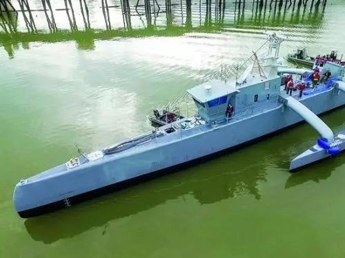 正在海上进行试验的美国Sea Hunter自主战舰。