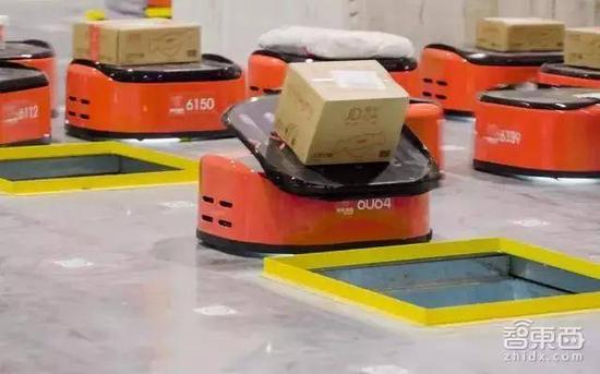 京东AGV机器人投递包裹