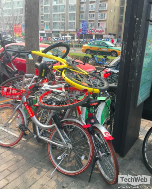 从疯狂到沉寂 共享单车这一年经历了什么?