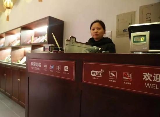 在乌镇景区,每一家店铺都可用网络支付。