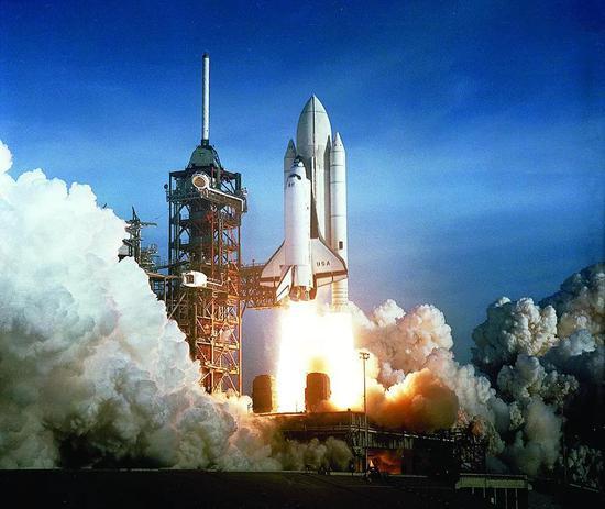 nasa在第二次航天飞机发射时就不再把运载火箭涂成白色,因为他们发现