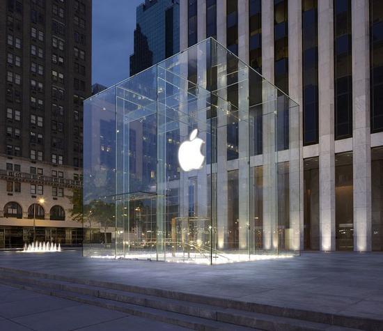 ▲上图为2006 年第五大道Apple Store,下图为翻新后