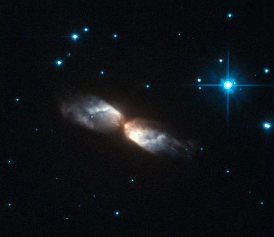 前行星状星云IRAS 2006+84051比旋镖星云更热,但也处于红巨星到行星状星云/白矮星的过渡阶段。