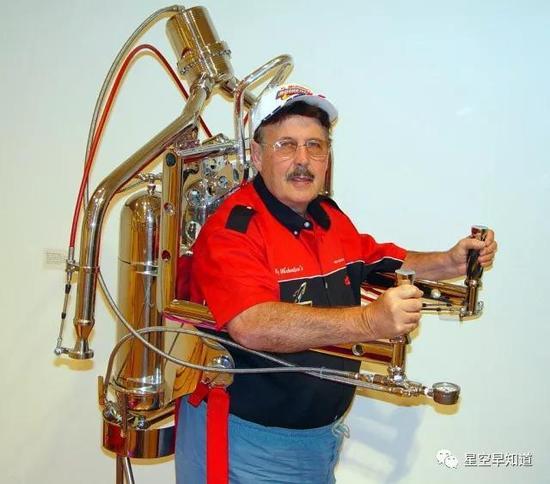 """火箭人"" 凯·迈克尔森(Ky Michaelson) 来源:www.the-rocketman.com"