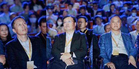 左起:万科集团董事长郁亮、碧桂园总裁莫斌、富力地产董事长李思廉等出现在天猫好房成立暨阿里易居联合战略发布会上