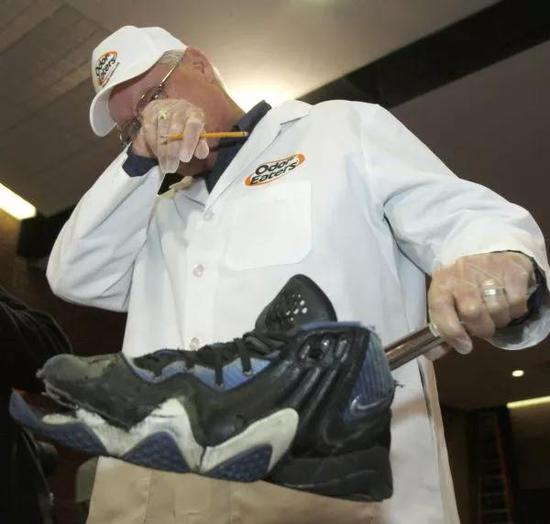 奥德里奇在臭鞋大赛上。(图片来源: Salt Lake Tribune)