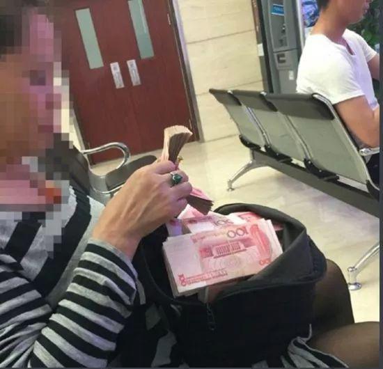 《中国大妈都去区块链大会,区块链能不火爆?》
